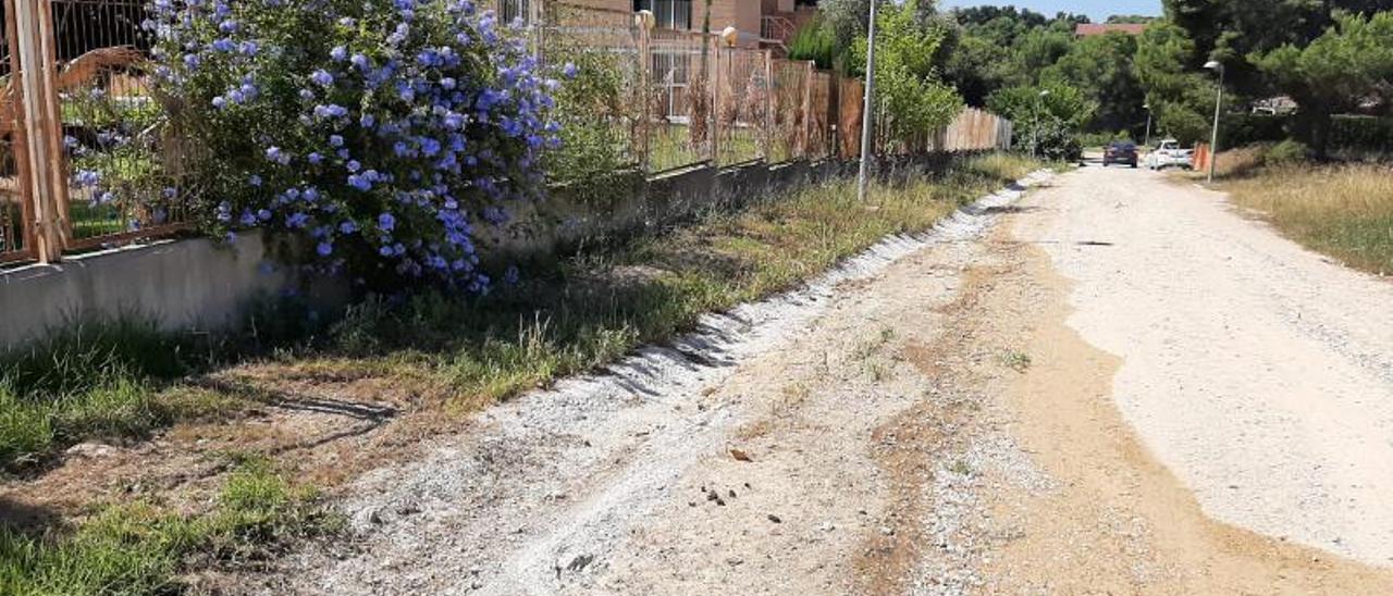 La calle 560 sin urbanizar desde hace muchos años. | L-EMV