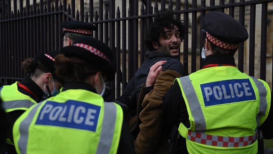 Cerca de 30 detenidos en protestas en Londres contra la propuesta de una nueva ley de seguridad