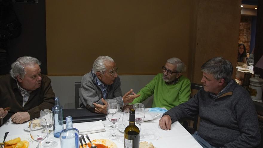 Los fundadores de la Escuela de Arte de Zamora comparten mesa décadas después