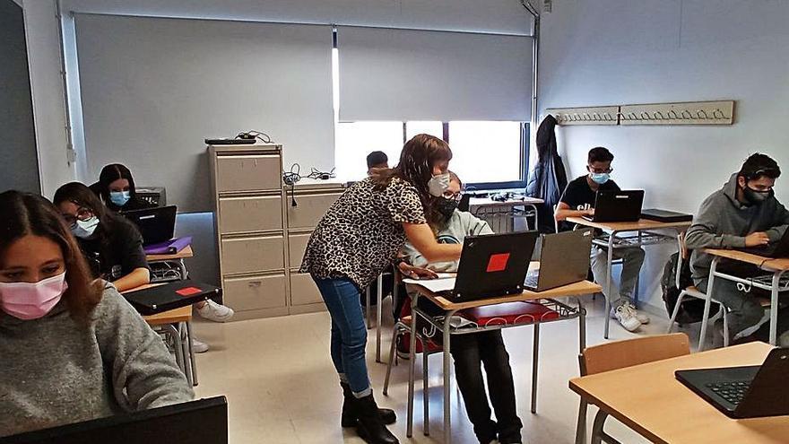 Dos centres d'ensenyament de Manresa s'alien per proporcionar ordinadors a projectes socials