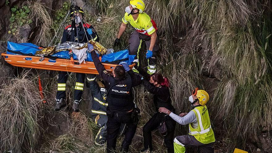 Intervención por una mujer que se precipitó desde  el Puente Zurita