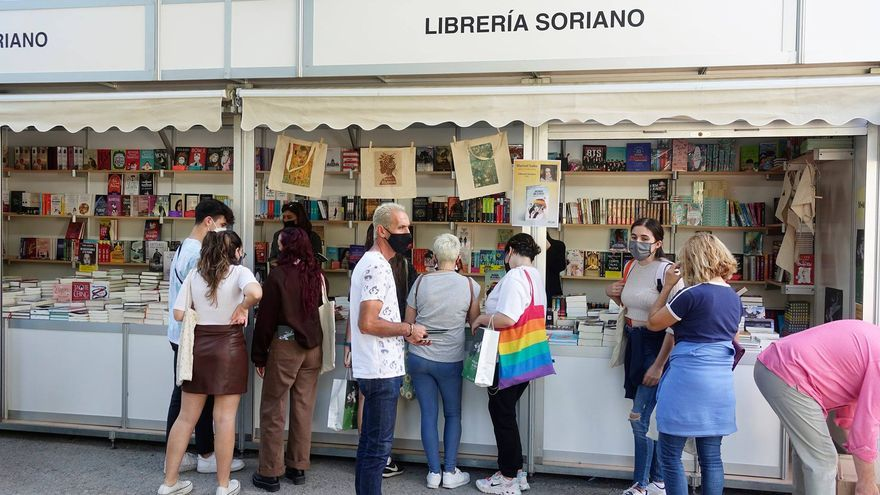Los autores que visitan hoy la Fira del Llibre de València