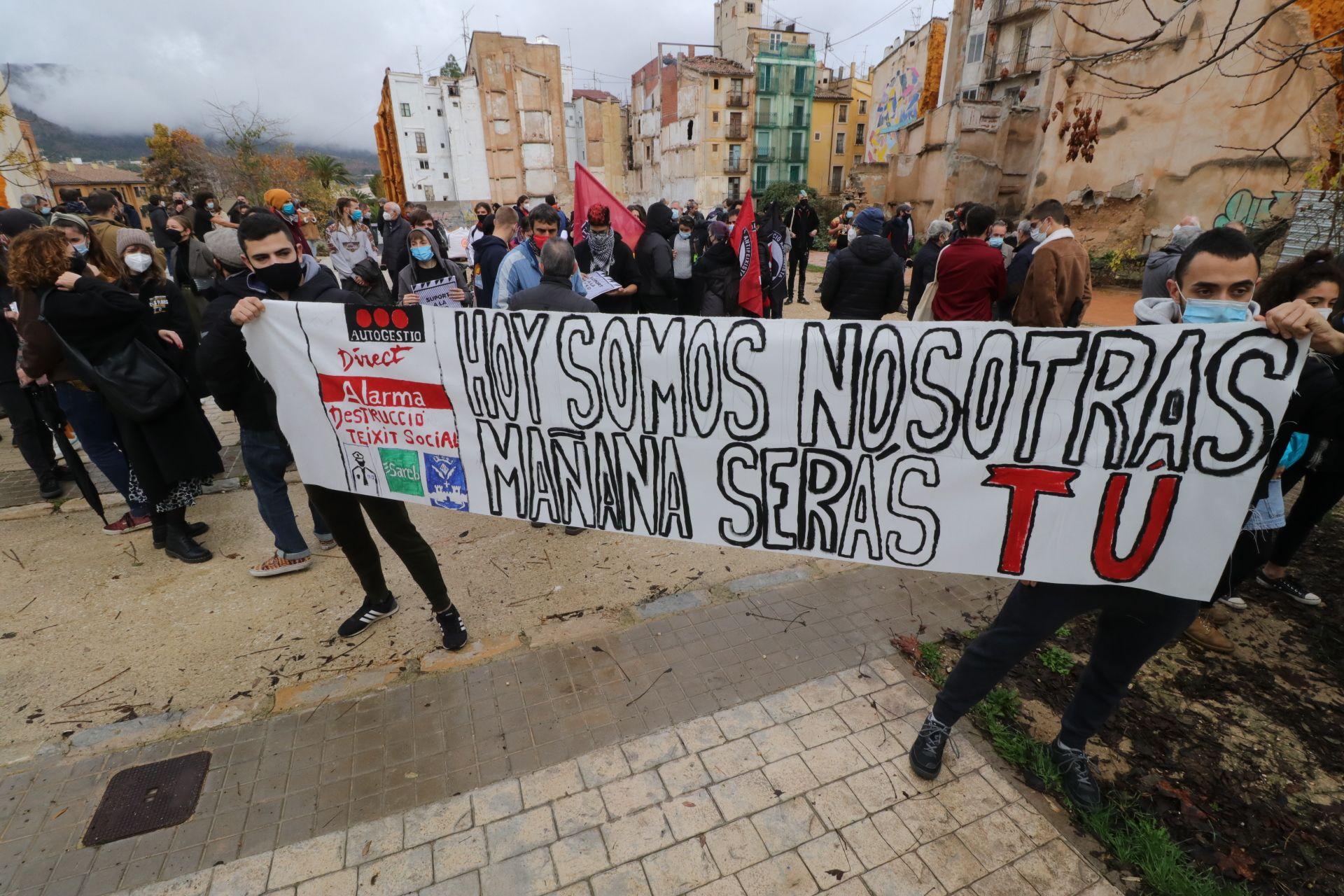 Varios centenares de personas se manifiestan por el centro social Cals Flares de Alcoy