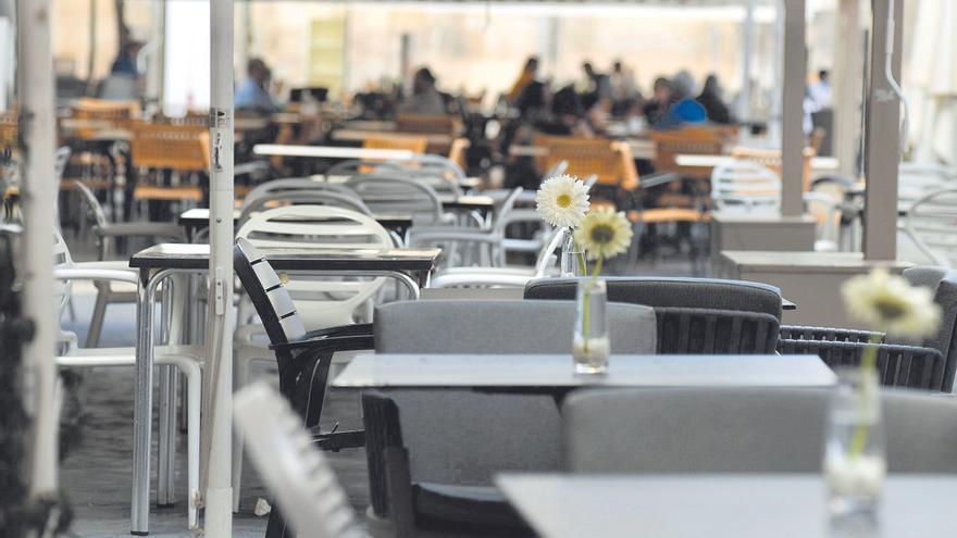 El PP de Murcia exige que los hosteleros no paguen en 2022 por instalar mesas y sillas en terrazas