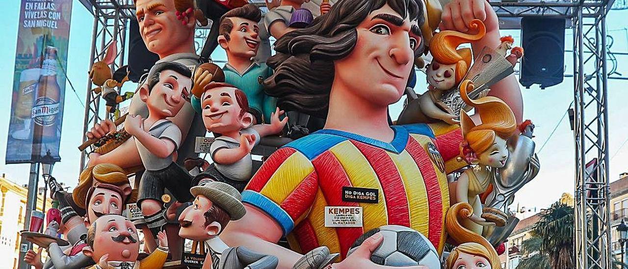 Falla Reina-Paz de 2019, dedicada íntegramente a motivos relacionados con el Valencia CF.