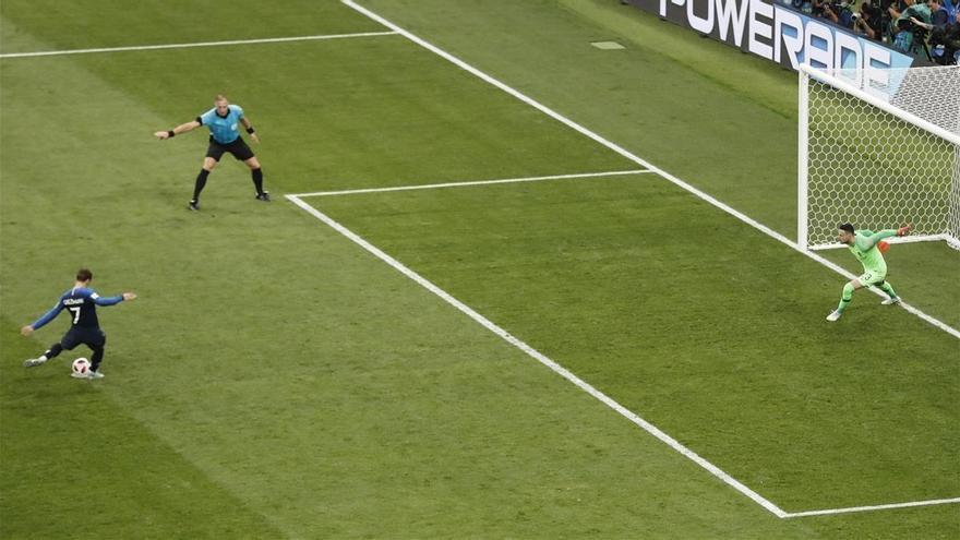 Francia, a balón parado, a balón lejano
