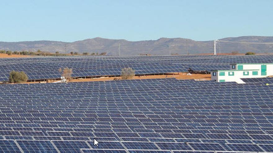 El boom de parques solares multiplicará por 15 la potencia fotovoltaica en la C. Valenciana