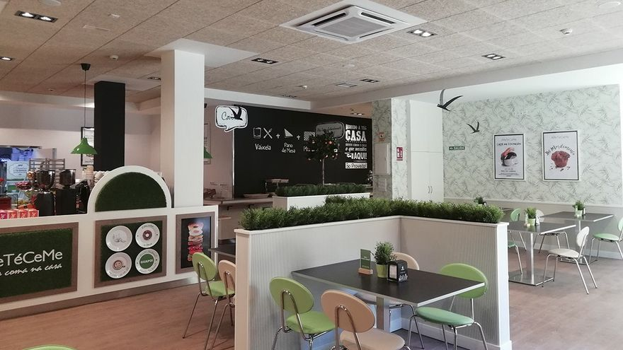 Los empleados de un mismo grupo 'burbuja' pueden compartir mesa en la cafetería del trabajo, sean o no convivientes