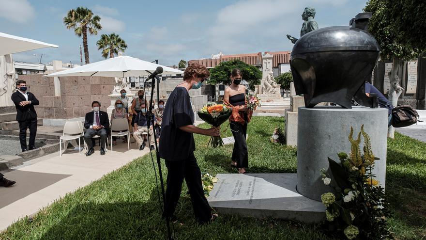 Martín Chirino ya descansa bajo el monumento funerario que él mismo diseñó