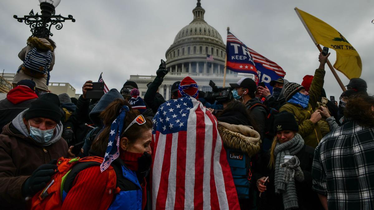 Una imagen de los seguidores de Trump durante el asalto al Capitolio.