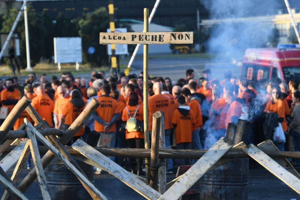 Marcha solidaria de trabajadores de Alcoa hasta el Banco de Alimentos