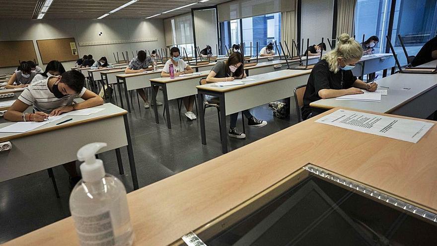 La selectividad regresa a la universidad con mascarilla obligatoria en el examen