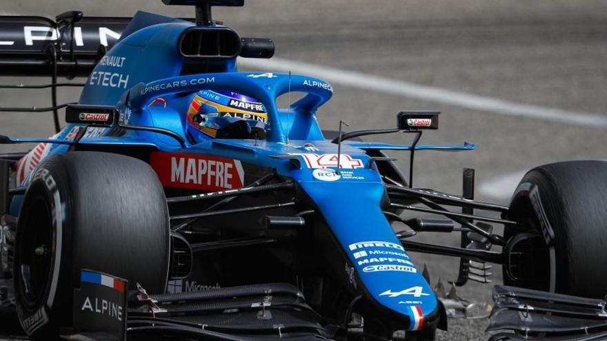 Alonso torna a pujar a un monoplaça i aconsegueix un bon registre al test de Bahrain