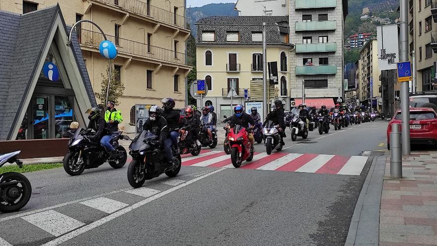 Prop de 300 motoristes acudeixen a Andorra pel comiat de l'empresari Jordi Tuneu Valls