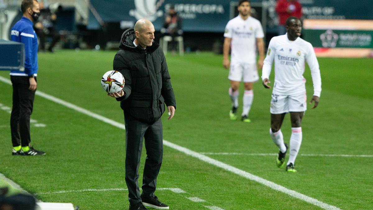 Zinedine Zidane, en un partido con el Real Madrid