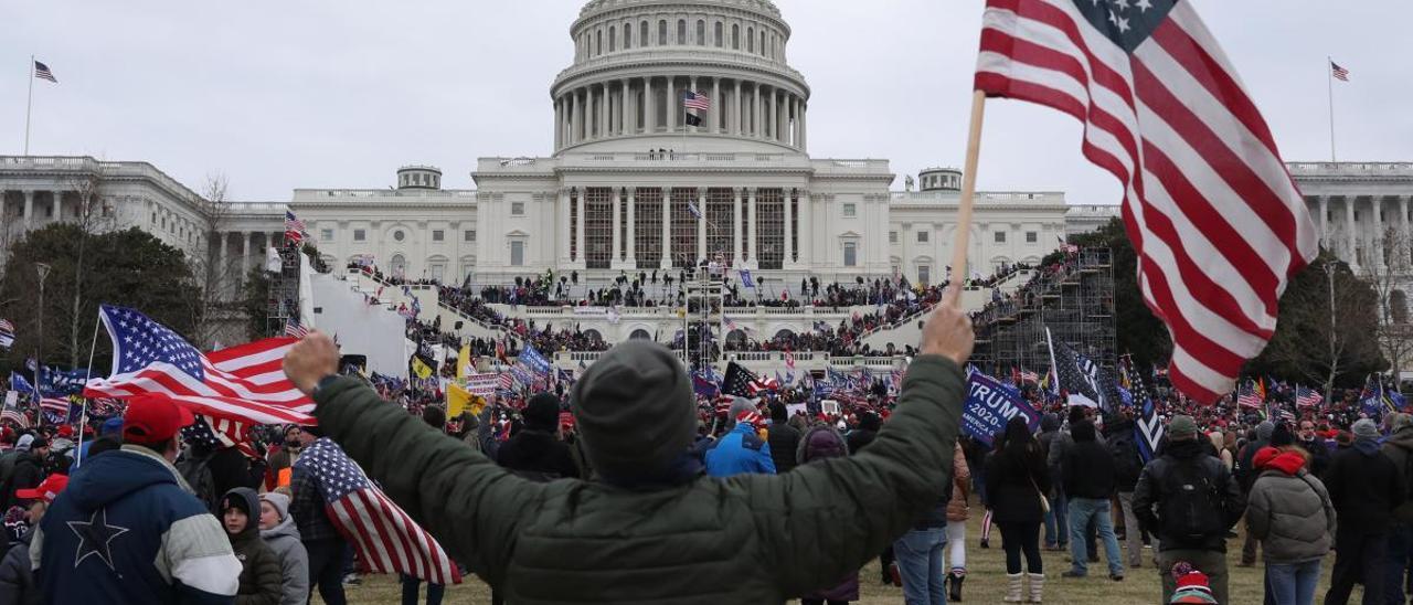 Seguidores de Trump durante el asalto al Capitolio.