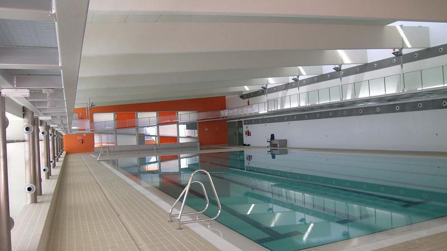 Comienzan los trabajos de adecentamiento de la piscina cubierta de Puente Genil