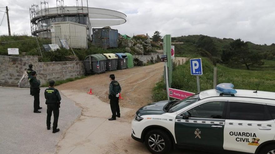 Control policial en la Costa da Vela ante el conflicto entre percebeiros y bateeiros