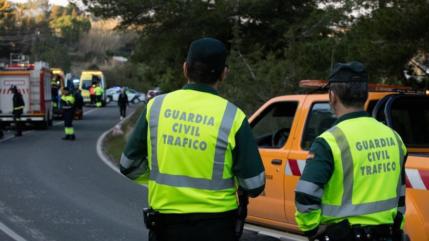 Tres heridos al colisionar dos turismos en la carretera del Port de Sant Miquel