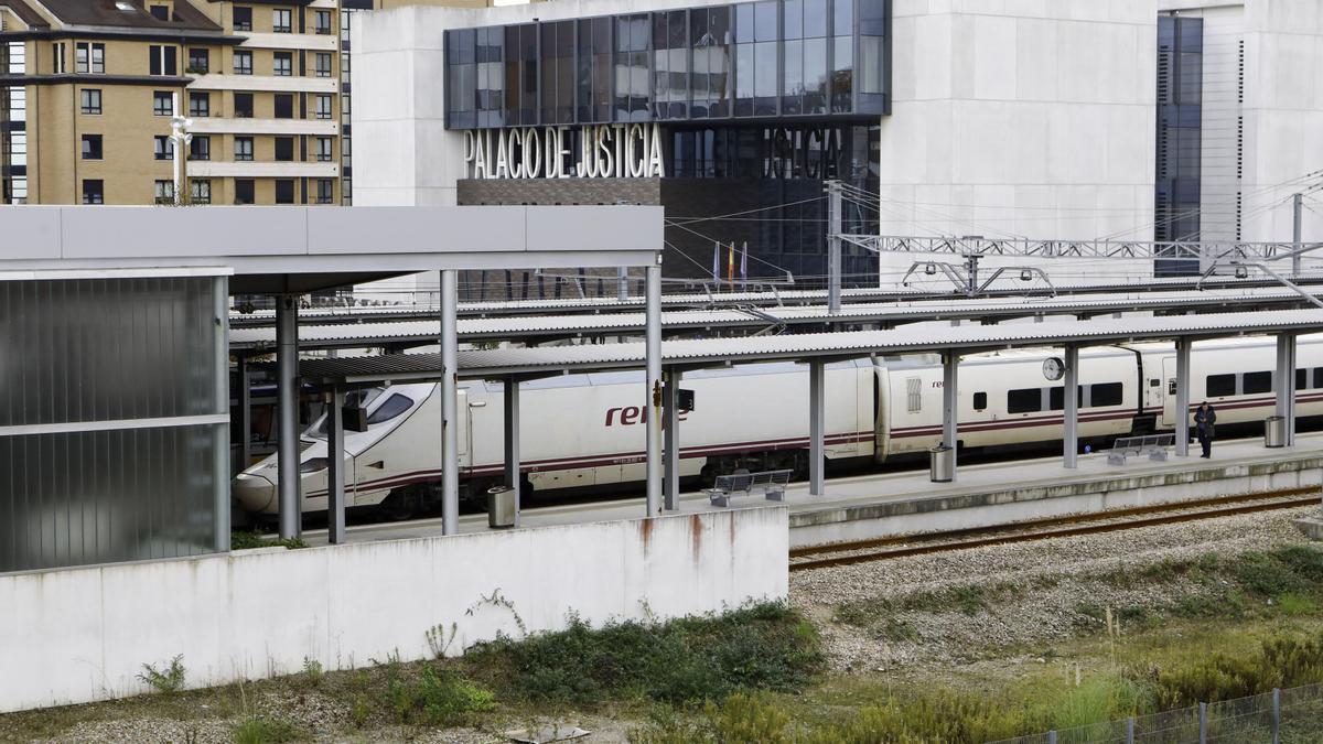 Un tren en la estación de Sanz Crespo.