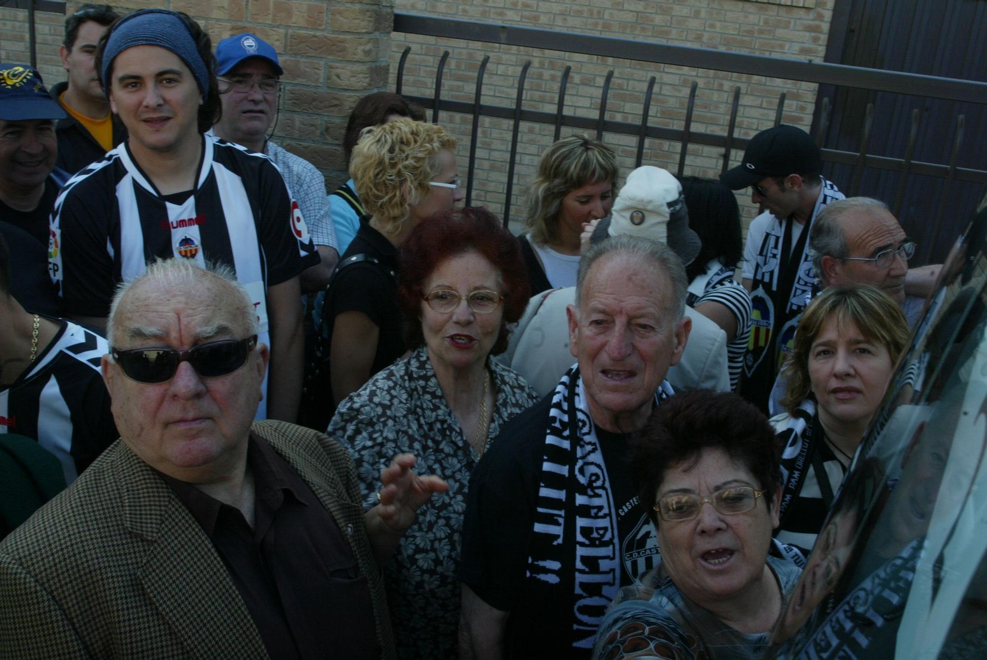 Así fue el multitudinario desplazamiento a Albacete de la afición del Castellón en 2006