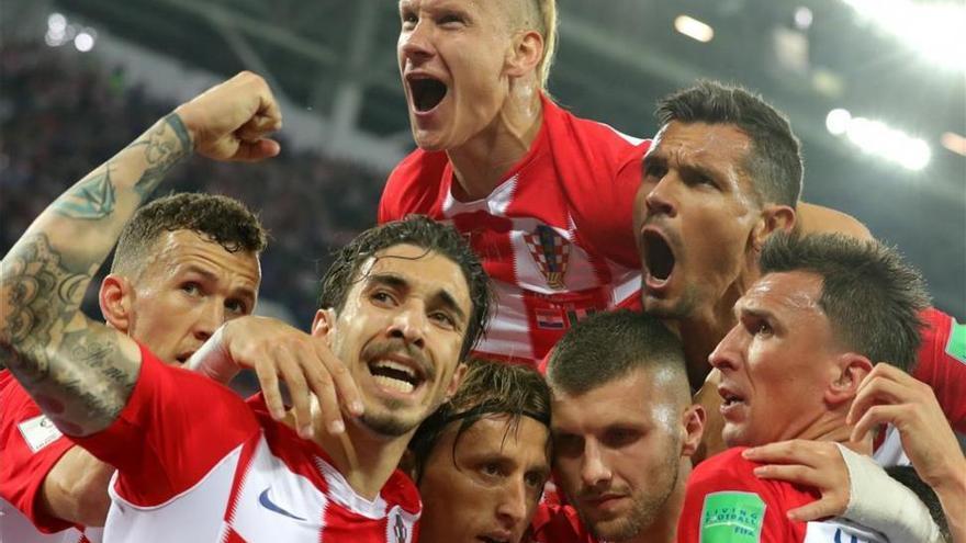 Croacia reina en el desorden (2-0)