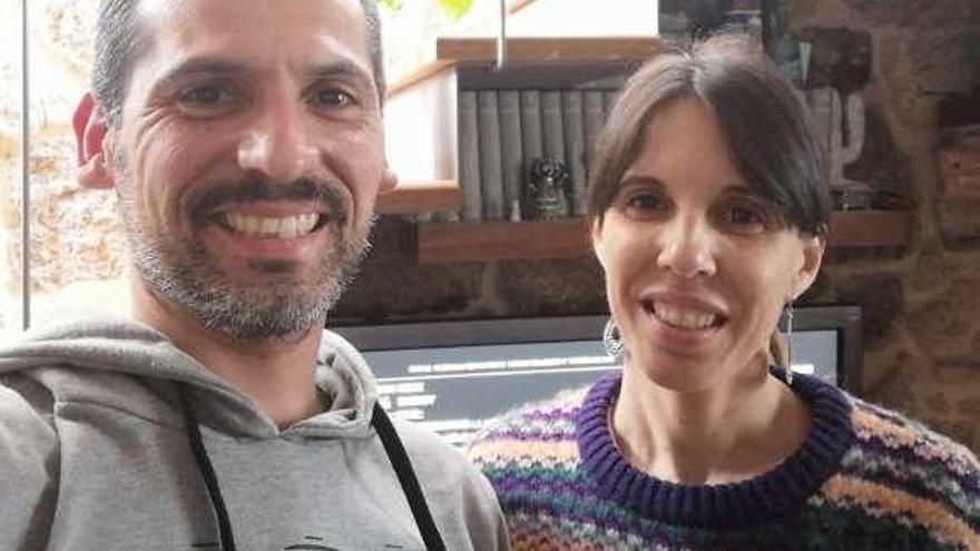 La pareja de Cangas que intentaba volver de Tailandia llega a casa vía Estocolmo