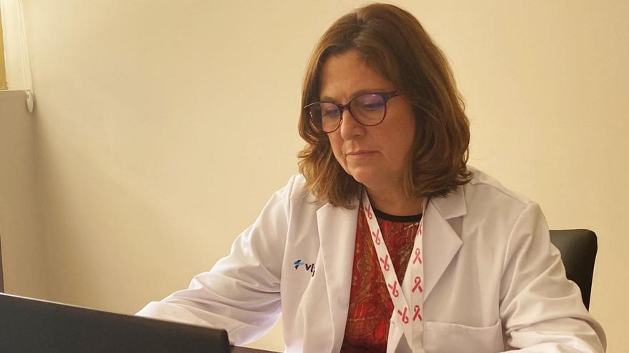 La doctora Elena Pastor, responsable de la Unidad de Mama de los hospitales Vithas en Alicante.