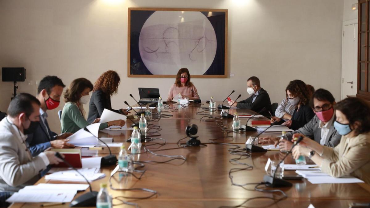 Comisión de Seguimiento del Pacto para la Reactivación para tratar las ayudas directas a empresas y autónomos.