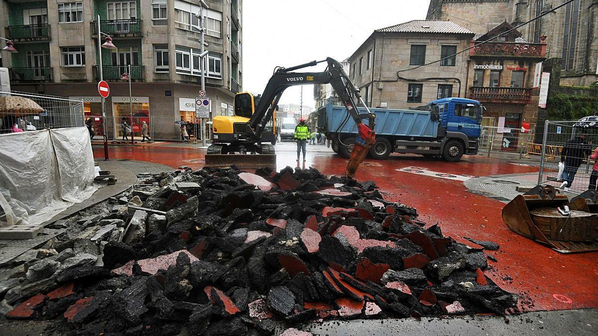 La reforma comenzó levantando el actual pavimento de la calle.   | // GUSTAVO SANTOS