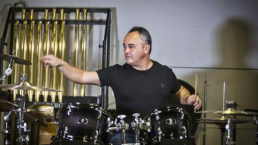 El valenciano Javier Eguillor pone por vez primera la batería al frente de la orquesta