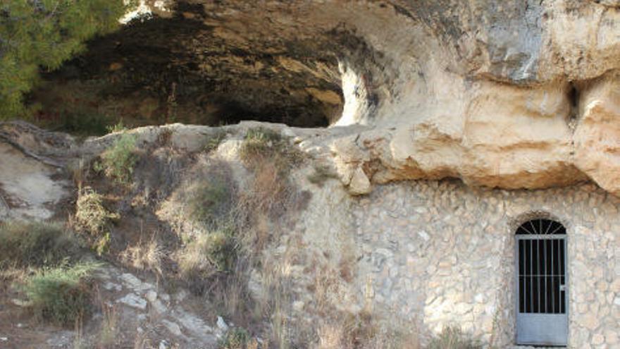 Cueva Negra de Fortuna: Un santuario natural marcado por la tinta inmortal de Roma