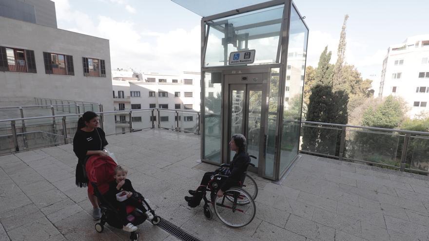 El ascensor de la plaza Major ya funciona después de siete meses averiado