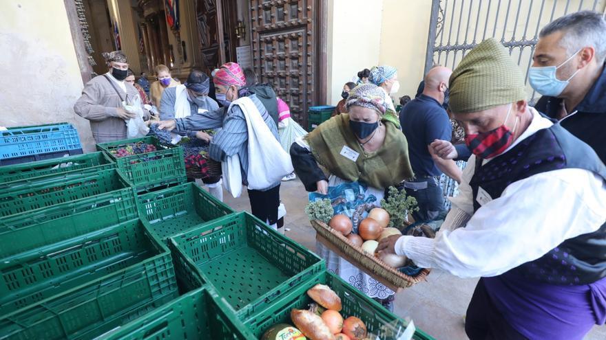 El Ayuntamiento de Zaragoza retira la malla de ocultación en la Ofrenda de Frutos a la Virgen del Pilar
