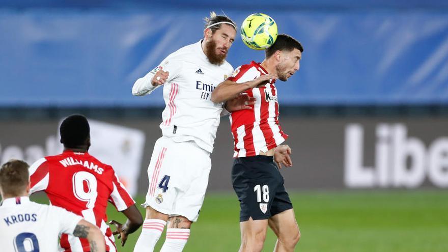 Benzema da un triunfo sufrido al Madrid ante un Athletic con diez