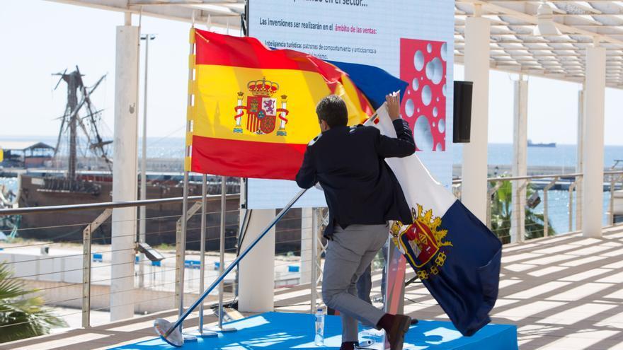 """Mazón """"salva"""" la bandera de Alicante"""