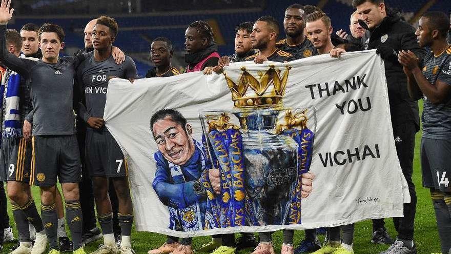El Leicester honra la memoria de su presidente fallecido