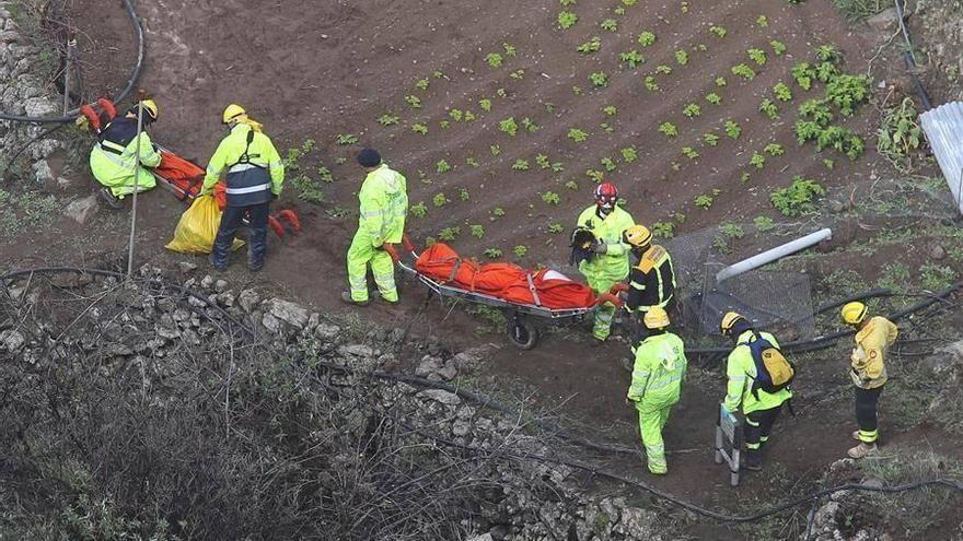 Rescate de los cuerpos de los fallecidos en el accidente de tráfico de Gran Canaria