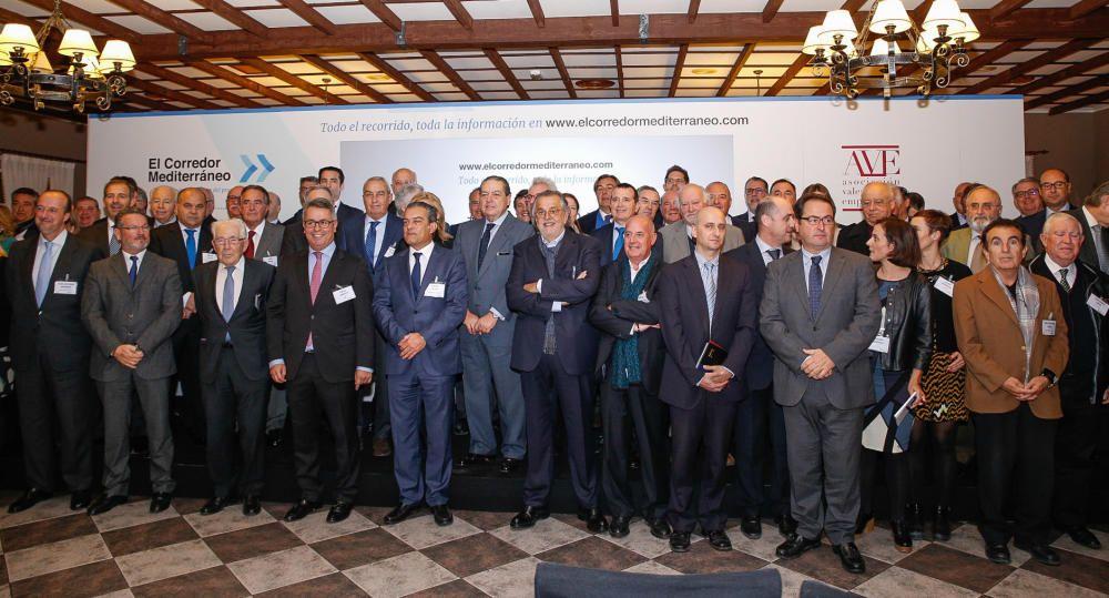 La Asociación Valenciana de Empresarios, encabezada por Vicente Boluda y Juan Roig, escenifican por segunda vez este año esta reivincidación en la estación semiabandonada de La Encina, en Villena