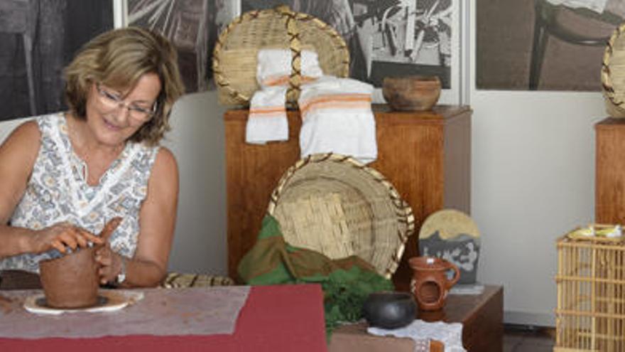 Tardes de artesanía junto al Faro de Maspalomas