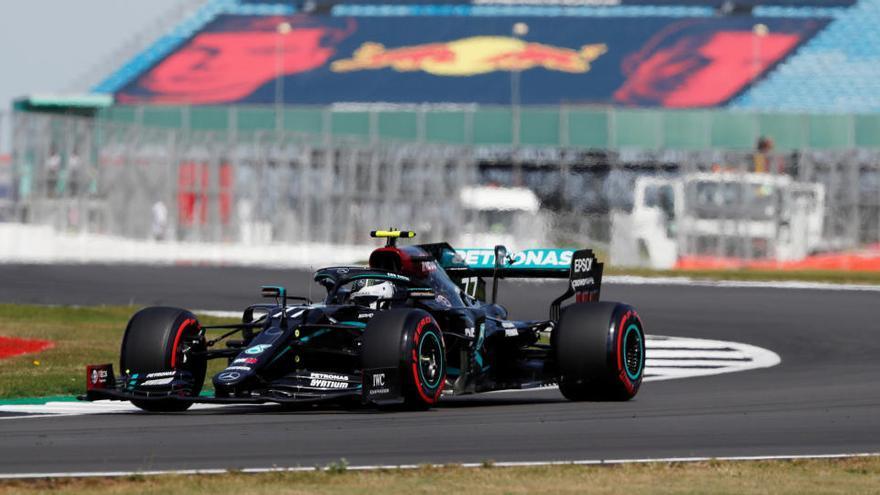 Bottas sorprèn a Hamilton i aconsegueix la pole a Silverstone