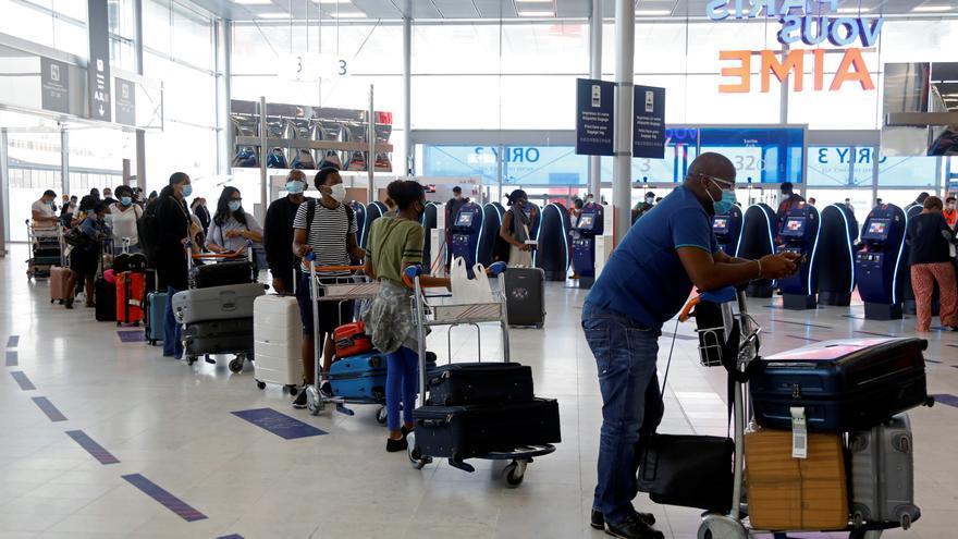 Seis españoles multados en Roma por viajar con PCR falsas