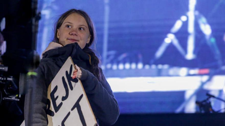 Greta Thunberg cierra una masiva manifestación en Madrid a favor del clima