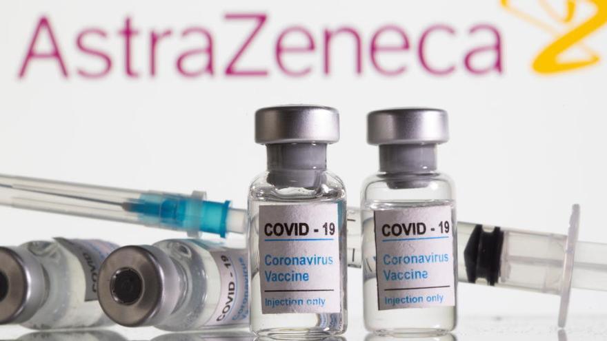 Sanidad fija grupos de trabajadores esenciales que recibirán la vacuna de AstraZeneca