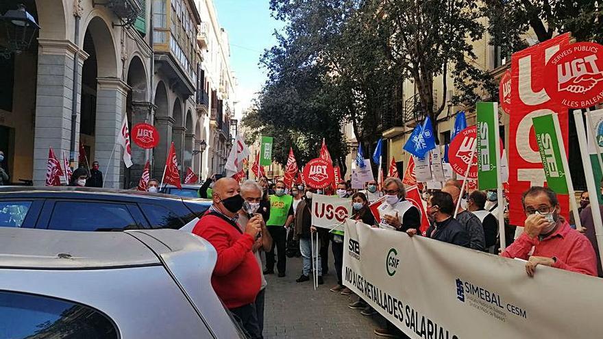 Més y Podemos llevarán a la comisión del pacto el impago a los funcionarios