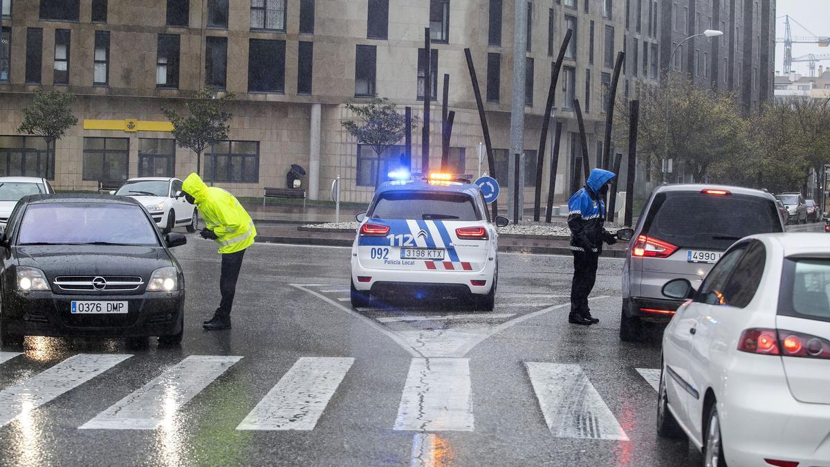 Controles policiales en León durante el confinamiento.