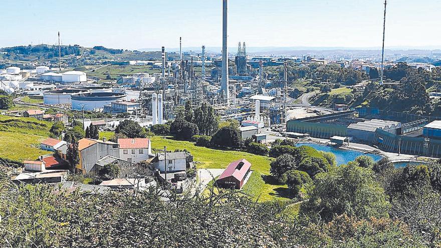 La refinería de A Coruña procesa aceite de cocina usado para generar biocombustible