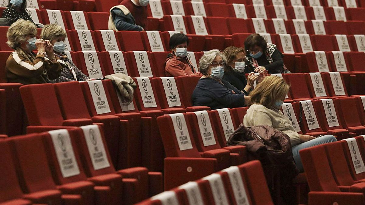 Público asistente a una sesión reciente de cine en el auditorio del Niemeyer. | Ricardo Solís