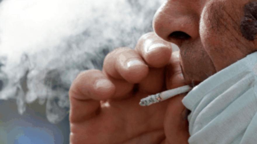 """Denuncia que """"todos los días"""" hay personas """"bebiendo y fumando sin mascarilla"""" en Arrecife"""