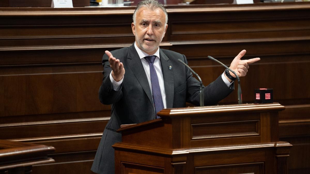 El presidente del Gobierno de Canarias, Ánge Víctor Torres, durante su intervención en la segunda sesión del debate del estado de la nacionalidad.